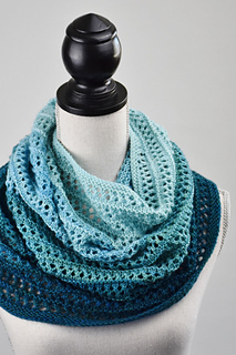 Party of Five (525 yds) – adaptable https://www.ravelry.com/patterns/library/party-of-five-cowl